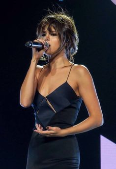 Selena Gomez - Performing At 'Revival Tour' In Los Angeles - July 2016 - Hot Celebs Daily Style Selena Gomez, Selena Gomez Pictures, Selena Gomez Bangs, Selena Gomez Body, Pretty People, Beautiful People, Hollywood, Marie Gomez, Woman Crush