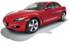 2003 年 RX-8  ロータリーエンジン搭載スポーツカーの本格的な進化を具現化したクルマ。ダイナミックでスポーティなデザイン、ユニークな観音開きのドア、4 人が乗れる空間に加え、よりクリーンでコンパクトな自然吸気のRENESIS ロータリーエンジンを搭載し、世界中のスポーツカーファンに高く評価された。