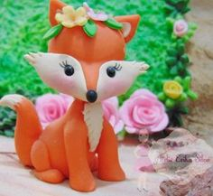 La imagen puede contener: 1 persona, flor y planta Polymer Clay Fairy, Polymer Clay Projects, Polymer Clay Creations, Clay Crafts, Woodland Cake, Woodland Party, Cake Topper Tutorial, Cake Toppers, Fox Cake
