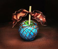 Blue Chocolate Colored Gourmet Apple by pretzelspleaze on Etsy - would be neat to actually make the blue and green look more like Earth, sort of Earth Day Gourmet <3