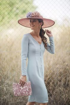 Oh god. Mob Dresses, Fashion Dresses, Derby Outfits, Hats For Women, Clothes For Women, Mother Of Bride Outfits, Casual Chique, Royal Clothing, Wedding Hats