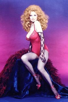 If she can dance at we can sing! Burlesque dancer Tempest Storm has a career spanning more than 60 years Vintage Burlesque, Vintage Lingerie, Tempest Storm, Art Of Seduction, Golden Girls, Dance The Night Away, Showgirls, Girls Sweaters, Vintage Beauty