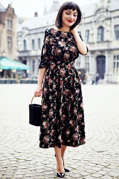 7 Spring Office Outfits Ideas: How to dress to impress once the sun is out? Work Dresses, Ladies Business Suits, Casual Office Wear & 4 more looks for you. Best Casual Dresses, Modest Dresses, Modest Outfits, Modest Fashion, Pretty Dresses, Woman Dresses, Beautiful Dresses, Casual Outfits, Looks Street Style