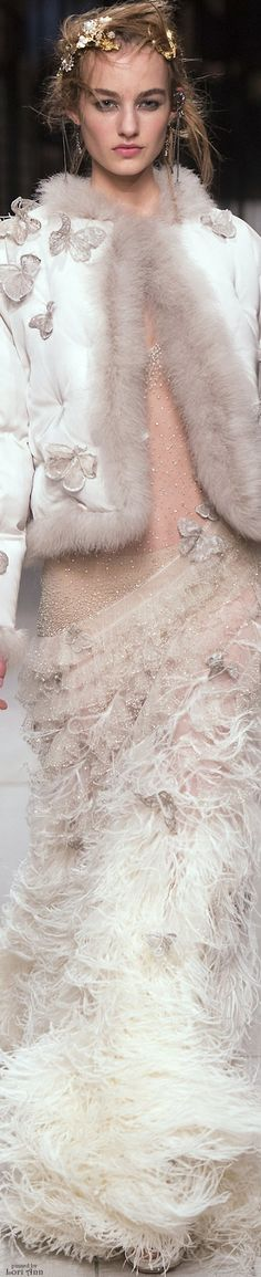 Alexander McQueen Fall 2016 Ready-to-Wear Fashion Show Butterfly Fashion, Mcq Alexander Mcqueen, Alexander Macqueen, Vogue, Armani Prive, Designer Wedding Dresses, Elie Saab, Fashion Show, Party Fashion