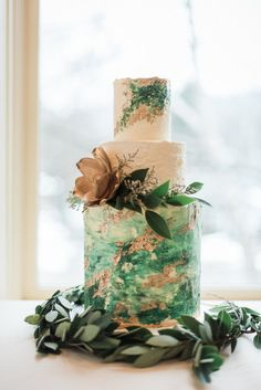 Springy and Fresh Emerald Styled Wedding in Coeur d'Alene // greenery wedding floral fauna greenery vintage modern wedding decorations wedding inspiration bridal party wedding day leafy green rustic cake wedding cake inspiration Spring Wedding, Gold Wedding, Rustic Wedding, Dream Wedding, Wedding Nail, Trendy Wedding, Perfect Wedding, Floral Wedding Cakes, Cake Wedding