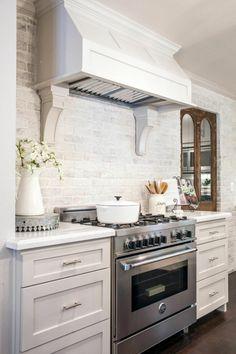 Wandgestaltung Küche Weiße Wandfliesen Und Dunkler Bodenbelag