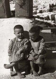 Μύκονος 50΄ς. Οι αδελφικοί μου φίλοι Σταμάτης και Ανδρέας. Old Time Photos, Old Pictures, Mykonos, Greece, Memories, Black And White, Couple Photos, Vintage, Greece Country