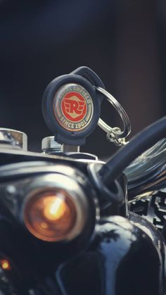 Royal Enfield Classic 350 ABS version- Ready to hit the roads. Enfield Bike, Enfield Motorcycle, Motorcycle Style, Women Motorcycle, Motorcycle Helmets, Racing Helmets, Scrambler Motorcycle, Motorcycle Quotes, Motorcycle Garage