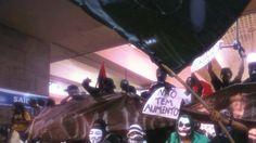 Continua la protesta in Brasile: si manifesta contro i Mondiali e finisce in scontro  http://tuttacronaca.wordpress.com/2014/02/23/continua-la-protesta-in-brasile-si-manifesta-contro-i-mondiali-e-finisce-in-scontro/