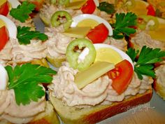 Chlebíčky, kanapky a chuťovky | Bonviváni Czech Recipes, Russian Recipes, Snack Recipes, Cooking Recipes, Snacks, New Zealand Food And Drink, Middle East Food, European Cuisine, Australian Food