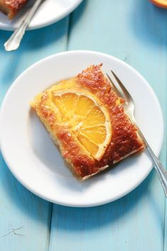 Portokalopita is an orange pie that is made with fyllo in the batter instead of flour producing a fluffy moist and easy pie. Greek Sweets, Greek Desserts, Greek Recipes, Portokalopita Recipe, Shortbread, Mochi, Food For The Gods, Eat Greek, Turnover Recipes
