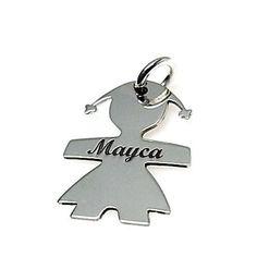 Colgante de plata de primera ley con forma de niña y un nombre grabado personalizable. Fabricado al láser en España