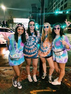 Group Halloween Costumes For Adults, Girl Group Halloween Costumes, Costumes Kids, Easy Costumes, Family Costumes, Hippie Halloween Costumes, Group Costumes For Girls, Diy Hippie Costume, Easy Group Costume Ideas