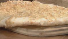 PLACA DE PÃO DE QUEIJO - Ingredientes:  200 ml de água, 200 ml de óleo de girassol, 400 gr de polvilho azedo, 1 colher de sopa de sal, 1 colher de sopa de açúcar, 1 ovo 180 ml de água. Queijo parmesão ralado a gosto