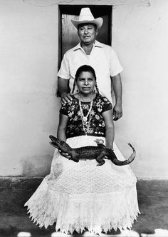 Graciela Iturbide - Padrinos del lagarto - Juchitán, México, 1984
