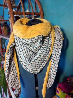 Other small scarves by the same method! - Pearle Winstead Home Photo Page Style Couture, Couture Fashion, Diy Fashion, Sewing Scarves, Crochet Baby Cardigan, Small Scarf, Scarf Tutorial, Couture Sewing, Diy Couture
