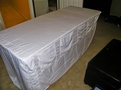 Queen flat sheet and Standard Pillow Case into Fitted Table Cloth Cover Upc. : Queen flat sheet and Standard Pillow Case into Fitted Table Cloth Cover Upcycle Craft Show Table, Craft Fair Table, Craft Show Ideas, Booth Table, A Table, Craft Booth Displays, Display Ideas, Vendor Table, Vendor Booth