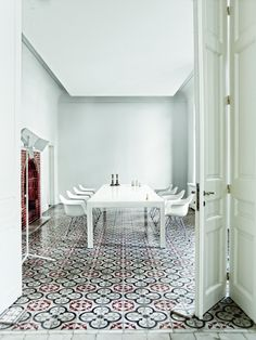 White dining room and furniture, great floor tiles! Floor Design, Tile Design, House Design, Decoration Inspiration, Interior Inspiration, Style At Home, Interior Architecture, Interior And Exterior, Interior Simple