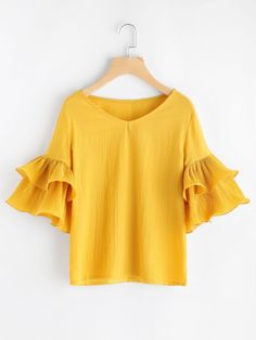 Shop V Neckline Tiered Bell Sleeve Top online. SheIn offers V Neckline Tiered Bell Sleeve Top & more to fit your fashionable needs. Look Fashion, Fashion Outfits, Womens Fashion, Fashion Fashion, Blouse Styles, Blouse Designs, Mode Style, Western Wear, White Tops