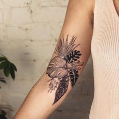 It was great to see you again, Sarah ghostfossil ! I hope you had a great birthday in the city! Bicep Tattoo Women, Forearm Tattoos, Leaf Tattoos, Body Art Tattoos, Sleeve Tattoos, Back Of Forearm Tattoo, Inner Bicep Tattoo, Tropisches Tattoo, Arrow Tattoo