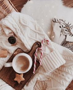 Are you looking for ideas for christmas inspiration?Browse around this site for cool Christmas inspiration.May the season bring you joy. Christmas Feeling, Merry Little Christmas, Noel Christmas, Winter Christmas, All Things Christmas, Christmas Flatlay, Christmas Coffee, Christmas Shopping, Wallpaper Natal