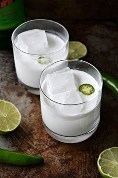 This flavorful spin on a classic margarita is made with mezcal, a smoky Mexican spirit. It is an easy cocktail that is perfect for a summer barbecue, Cinco de Mayo celebration, or fancy cocktail party. Party Coconut Mezcal Margarita – THE BOOZY OYSTER Mezcal Margarita, Mezcal Cocktails, Coconut Margarita, Easy Cocktails, Cocktail Drinks, Cocktail Recipes, Alcoholic Drinks, Cocktail Movie, Beverages