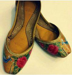 Pakistani leather, hand-painted, truck art khussa. Jooti Shooti.