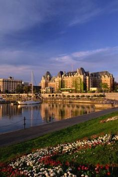 Such a beautiful place! Empress Hotel Ten Best Things to Do in Victoria, Canada Victoria Canada, Victoria British Columbia, Hotel Victoria, Ontario, Oh The Places You'll Go, Places To Visit, Montreal, Victoria Vancouver Island, Stuff To Do