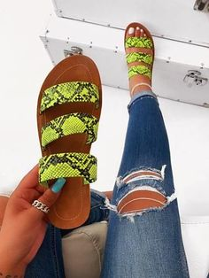 Find New Look's stylish variety of females' heeled flip flops, with the use of obstruct back flip flops, strappy footwear and system looks. Pretty Shoes, Cute Shoes, Me Too Shoes, Shoes Flats Sandals, Cute Sandals, Heeled Boots, Shoe Boots, Heeled Flip Flops, Clear Shoes