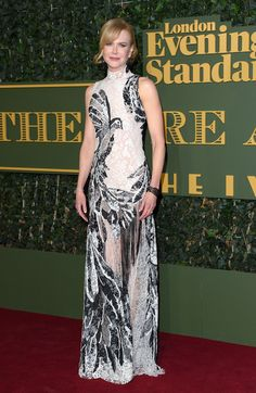Nicole Kidman en robe Alexander McQueen à la cérémonie des London Evening Standard Theatre Awards à Londres