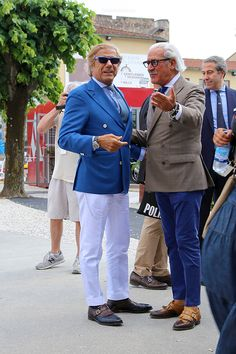 Two sartorial legends; Mature Mens Fashion, Mens Fashion Suits, Casual Tie, Men Casual, Linen Suits For Men, Royal Blue Suit, Corporate Outfits, Mode Chic, Well Dressed Men