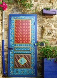It's amazing to discover beautiful doors around the world! #tanusdesignsinspiration