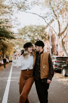 Fall Engagement Photos in Brooklyn, NYC. Best Fall engagement photos location in Brooklyn. Couple Photoshoot Poses, Couple Photography Poses, Autumn Photography, Couple Posing, Couple Shoot, Friend Photography, Couple Pictures, Maternity Photography, Engagement Photography