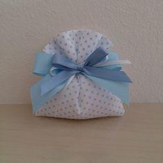 Questi sacchetti sono in puro cotone, interamente cuciti a mano, perfetti per eventi speciali come la Nascita o il Battesimo del vostro bambino. Li potete personalizzare con gessetti in polvere di ceramica, fiocchi*, oppure potete chiedere a Mennule un preventivo e sarò io realizzare per voi