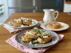 Αλμυρές αυγοφέτες με τηγανητό αυγό & φέτα - madameginger.com Breakfast Snacks, Breakfast Time, Baked Potato, Feta, Brunch, Favorite Recipes, Baking, Healthy, Ethnic Recipes