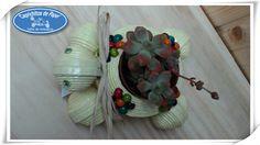 https://flic.kr/p/rM3Vc2   Tortuga Porta Macetas   Cajita Joyero Tortuga, hecha de papel de periódico y adornada con flores de bolas de colores, todos los materiales reciclados 100/*100.  Caprichitos de Papel ®