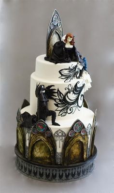 Gothic wedding cake - dark and romantic