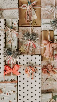 Raindrops on roses and whiskers on kittens. Bright copper kettles and warm woolen mittens. Brown paper packages tied up with strings. Christmas Mood, Merry Little Christmas, Christmas Wrapping, All Things Christmas, Christmas Crafts, Christmas Decorations, Christmas Pyjamas, Xmas, Whimsical Christmas