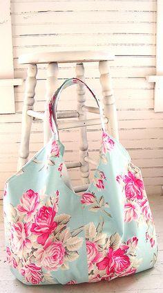 Tanya Whelan Practical Bag Pattern Tote Bag Purse by terbearco Bag Patterns To Sew, Pdf Sewing Patterns, Quilt Patterns, Quilted Bag, Fabric Bags, Big Bags, Handmade Bags, Bag Making, Purses And Bags