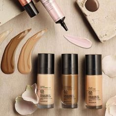 Fresh Nude Foundation is a light & hydrating foundation, available in 16 semi matte shades with SPF 15 protection to complete that fresh-faced natural look. Body Shop At Home, The Body Shop, Body Shop Skincare, Texture Photography, Best Makeup Products, Beauty Products, Makeup Pics, Makeup Inspo, No Foundation Makeup