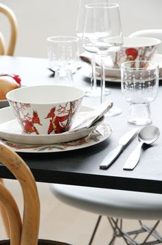 http://www.aitonordic.it/collections/iittala/products/tanssi-bowl-iittala http://www.aitonordic.it/collections/protti-per-cucina-e-per-tavolo/products/essence-red-wine-glasses-2-set