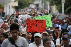 El 79 % de mexicanos cree que los 43 estudiantes están muertos, según sondeo  http://www.elperiodicodeutah.com/2015/09/noticias/internacionales/el-79-de-mexicanos-cree-que-los-43-estudiantes-estan-muertos-segun-sondeo/