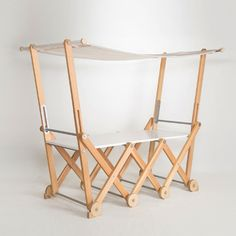 Moving Stand ムービングスタンド  木の温もりが感じられる洗練されたデザインの伸張式カウンター。簡単に折り畳むことができるので、収納時にも場所をとりません。タイヤが付いているため一人で移動させることも可能。ショップの軒先のワゴンとして、ガーデンパーティーでのバーカウンターとしてなど、様々なシーンで活用できます。    [デザイナー & ファクトリー]  浅野泰弘 / 有限会社栃木ダボ製作所    *こちらの商品については、ご注文時に納期および送料のご連絡を差し上げます。  ¥213,840(税込)  [サイズ]   2200×1765×1222mm   650×188mm(折り畳み時)     [材料]   杉、スチール、テント生地、他     [取り扱いの注意点他]   ・木製品のため、木目や色にばらつきがあります。   ・杉は柔らかいため、硬い物があたると傷がつきま