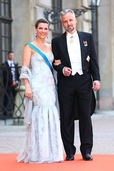Princess Madeleine and Crown Princess Victoria of Sweden lead the royal guests at Prince Carl Phillip's wedding - Photo 4 | Celebrity news in hellomagazine.com