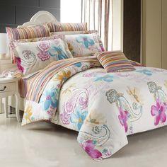 Le motif charmant est composé de 100 % coton. Faites entrer la nature dans votre décor de chambre à coucher avec cette housse de couette floral aux couleurs pastelles de rose et bleu.