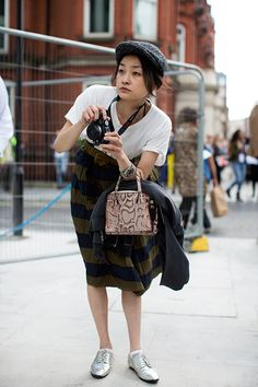 91712Rei2893Web.jpg 590×885 pixels  if i were a japanese fashion photog, this is what i'd look like