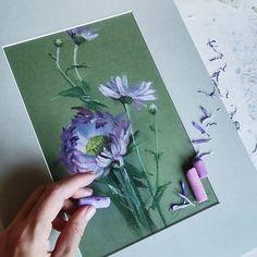 Редкий случай, когда в качестве фона осталась цветная бумага.  #архив #пастель #цветы #иллюстрация