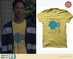 Abed's yellow bear t-shirt on Community. Outfit Details: http://wornontv.net/24609 #Community #fashion #ADHT
