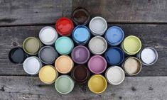 Peindre un meuble en bois avec de la peinture à la craie | Colorantic Eyeshadow, Lolo, Beauty, Decor, Art, Chalk Painting, Glass Garden, Wood Furniture, Vintage Paintings