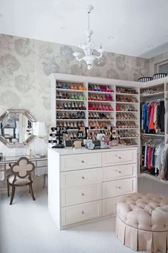41-walk-in-closet-ideas - 59 walk-in-closet ideas to fulfill your and your clothes' dreams. You'll find much more amazing ideas @ glamshelf.com